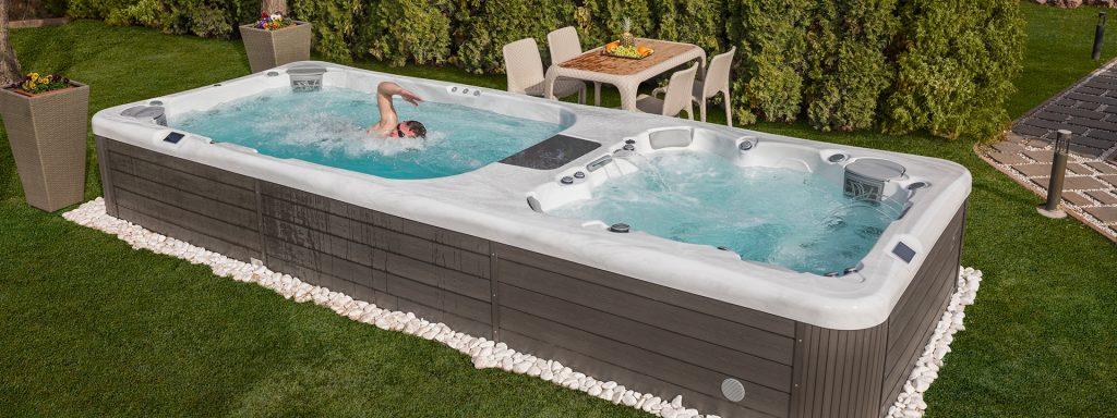 Afbeelding van een swimspa. Je kunt zowel zwemmen àls genieten.